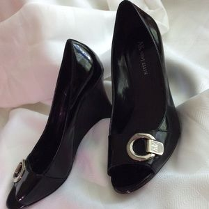 Anne Klein 7-1/2 M black patent leather shoes.